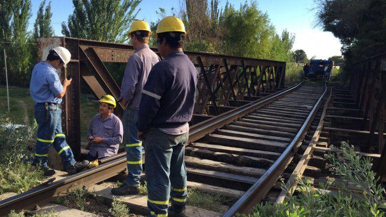 Trabajan para reparar el puente ferroviario