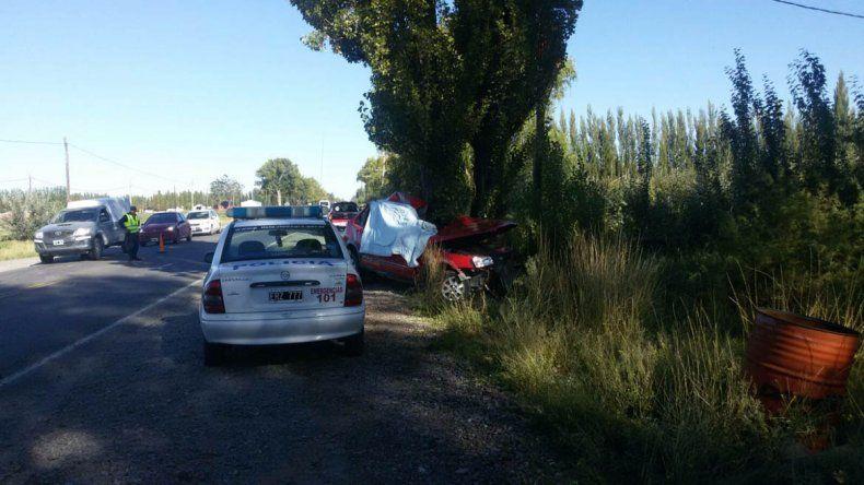 Un policía murió tras chocar contra un árbol en la Ruta 22