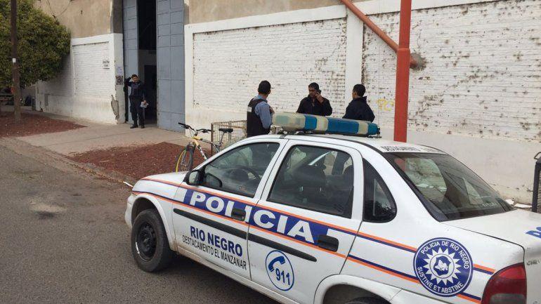La policía y criminalística se encuentran trabajando en el lugar.