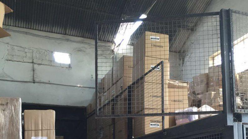 Por el boquete en el techo ingresaron los delincuentes al depósito.