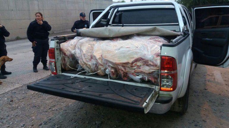 Decomisaron en Catriel 2.300 kilos de asado que tenían como destino a Neuquén
