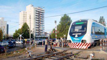 firman acuerdo para reactivar el tren urbano entre roca y senillosa