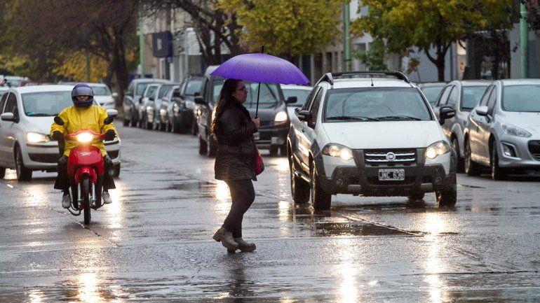 Frío y lluvias, el combo hasta el martes en la región