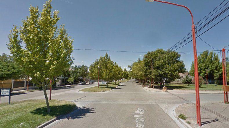 Un motociclista chocó contra un árbol y murió