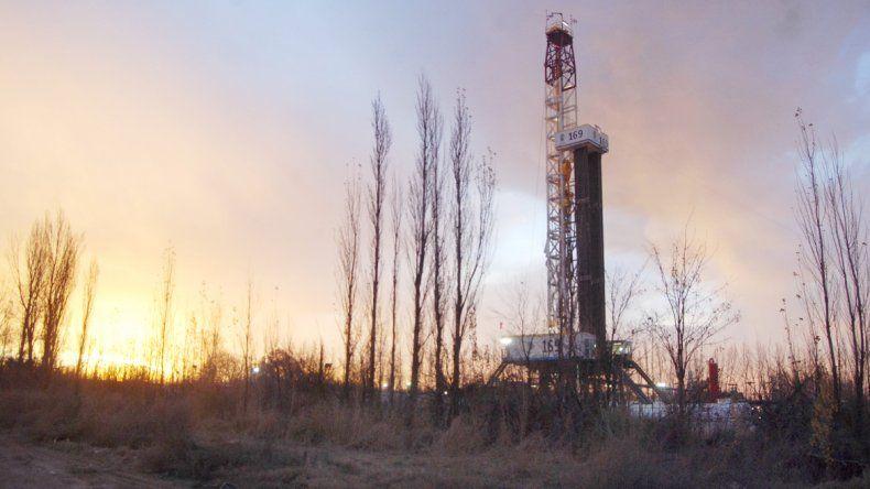Las plantaciones de fruta están dando paso a los pozos de gas y petróleo.