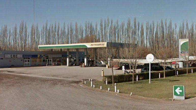 La estación de servicio está ubicada sobre la Ruta 22 e ingreso Martín Fierro