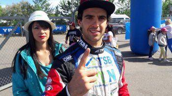 Manu Urcera ganó la primera serie en el autódromo de La Plata.