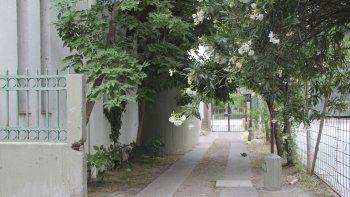 La vivienda en la que ocurrió el ataque está en el predio de la Escuela 53.