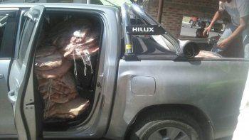 Atrapan a comerciante neuquino reincidente: escondía 1500 kilos de carne en dos Hilux