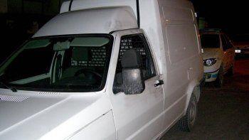 En la camioneta Fiorino se movilizaban las dos personas que están detenidas por haber disparado a una vivienda de la calle Falucho.