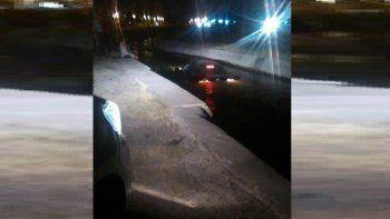 se encandilo y cayo con su auto a un canal de riego de la ruta 151