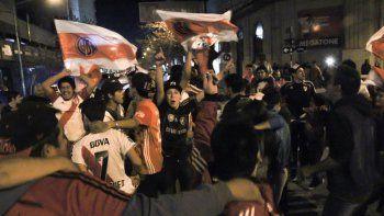 Hinchas millonarios festejan hoy en la plaza San Martín