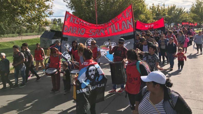 Organizaciones sociales cortan los puentes carreteros por una paritaria social