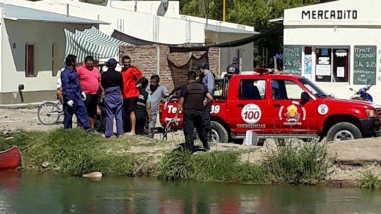 Un vecino halló un cuerpo flotando en un canal de riego