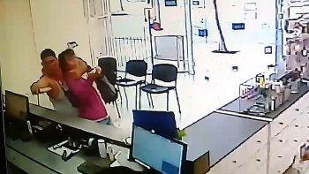 asi fue el violento robo a una farmacia en cipolletti