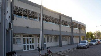 El nuevo edificio no fue inaugurado porque la planta alta se mueve.