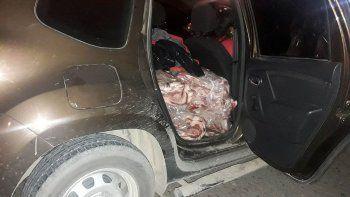 Escondía 300 kilos de carne en su camioneta y lo atraparon