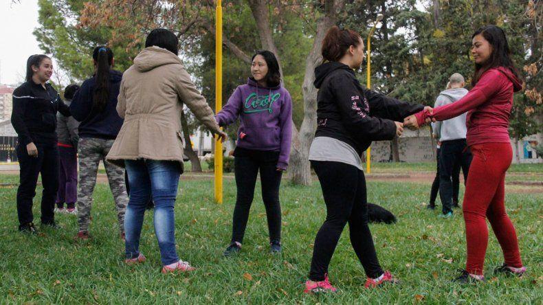 Ayer arrancaron las clases de defensa personal en el Parque Rosauer. Se dictarán todos los domingos a las 17.
