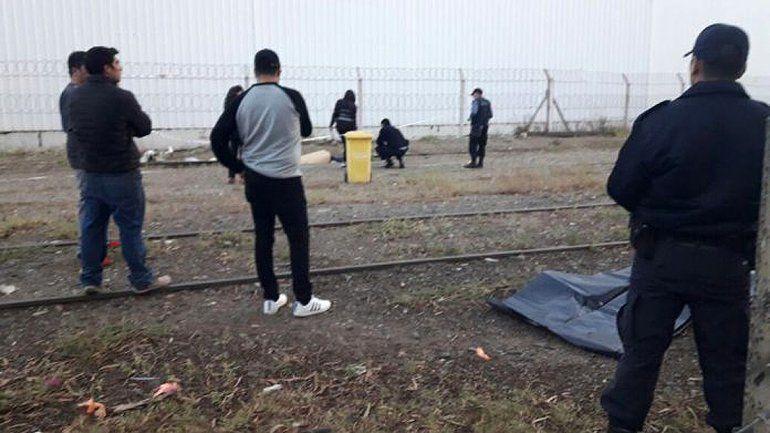 Un hombre de 63 años fue arrollado por un tren de carga en Cipolletti y murió: investigan qué ocurrió