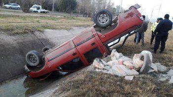 ruta 151: le fallo la camioneta y termino en un desagüe