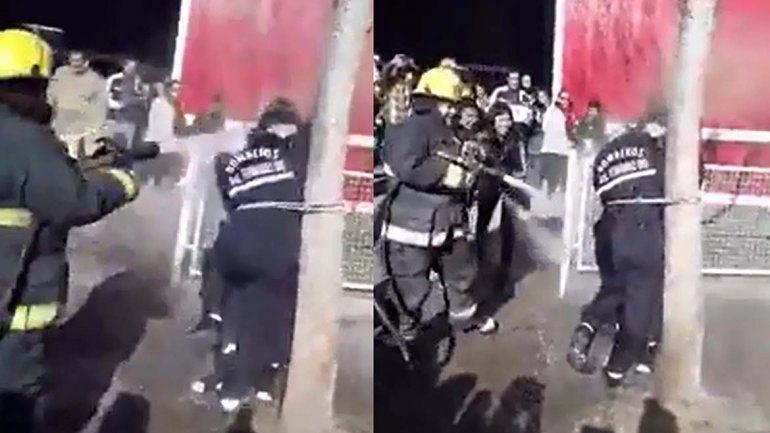 Un bautismo muy particular recibieron dos bomberas en Fernández Oro