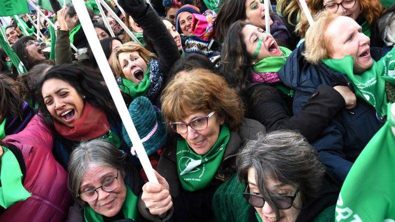 Así festejaron las mujeres la aprobación del aborto en Diputados