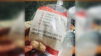 entregaron bolsas con embriones de yeso en una escuela catolica