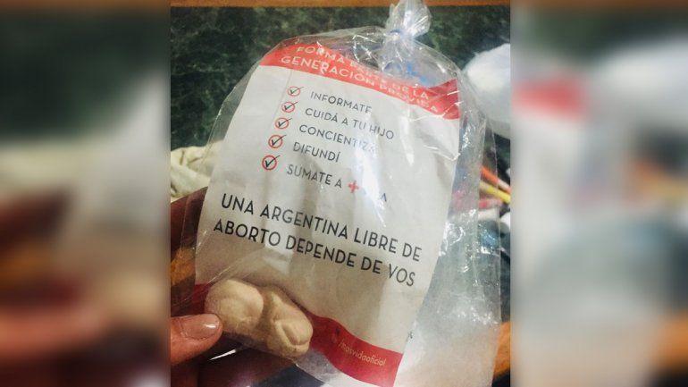 Entregaron bolsas con embriones de yeso en una escuela católica