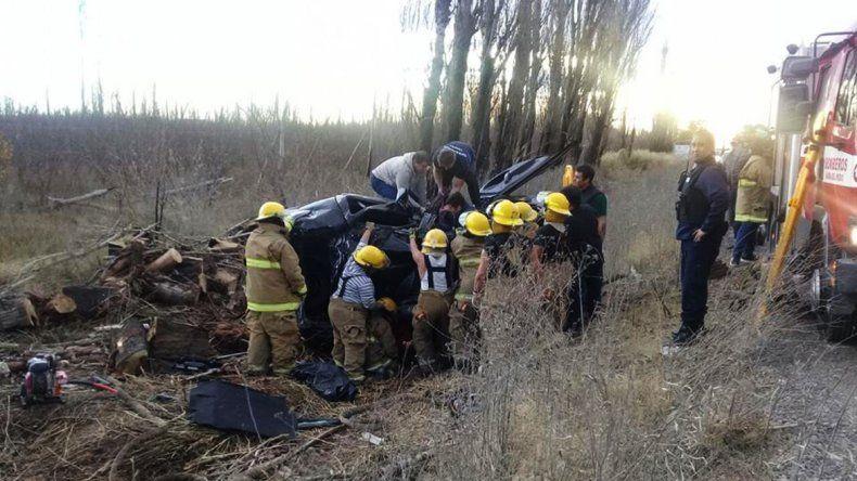 Una neuquina murió al intentar sobrepasar un camión y volcar en la Ruta 151