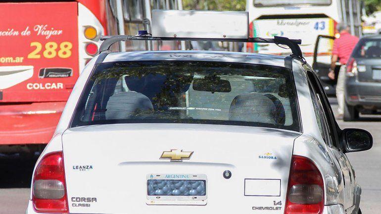 Violento asalto a un taxista: lo llevaron a una toma, lo ahorcaron y quisieron encerrarlo en el baúl