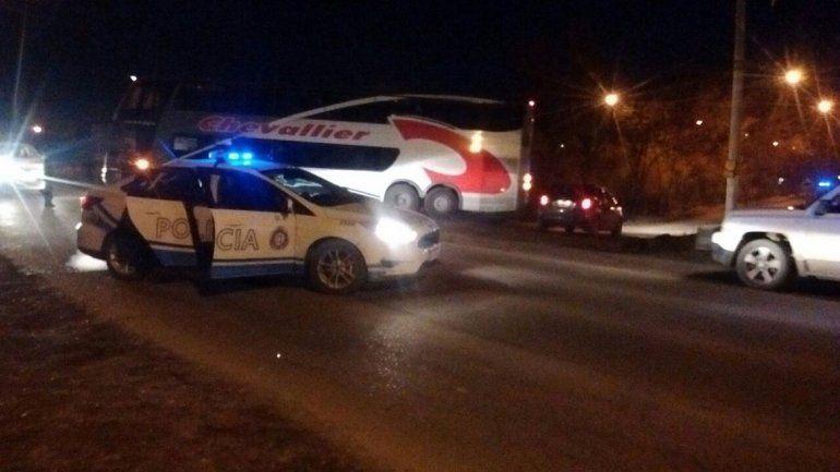 Un motociclista murió en un brutal accidente en la Ruta 22: llevaba a un nene a la escuela