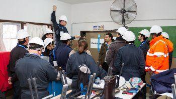 Ayer instalaron los paneles solares en el techo del CET 30, colegio ubicado en el barrio Don Bosco.