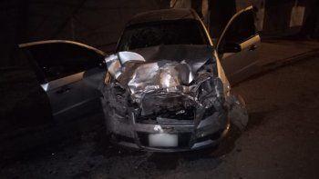 perdio el control y choco a dos autos: murio un joven