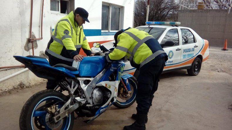 Traían una moto robada en Mendoza y fueron atrapados en un control