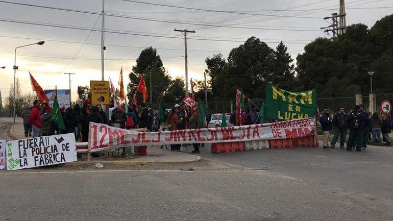 Ex trabajadores de MAM levantaron el corte en los puentes carreteros