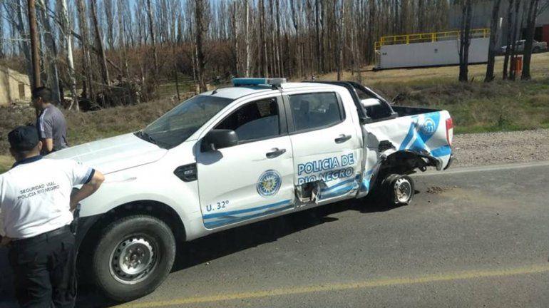Caos en la Ruta 151 por un brutal choque entre un auto y un patrullero