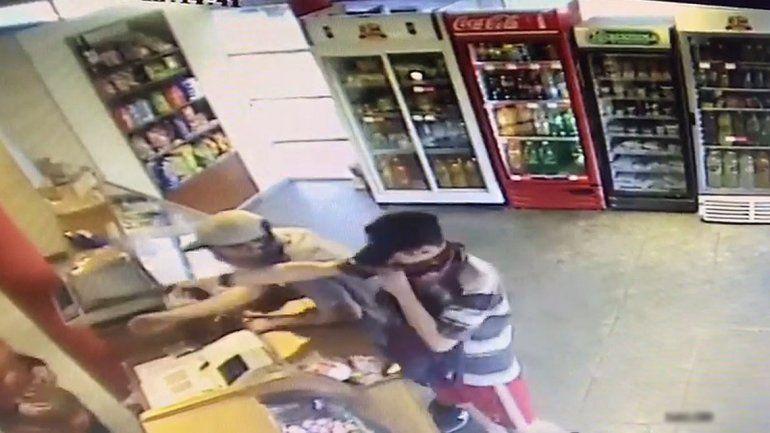 Violento robo a una panadería: encapuchados y armados se llevaron la caja registradora