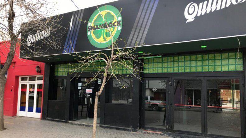 Shamrock: a la mañana le clausuraron el pub y a la noche hicieron una fiesta canilla libre