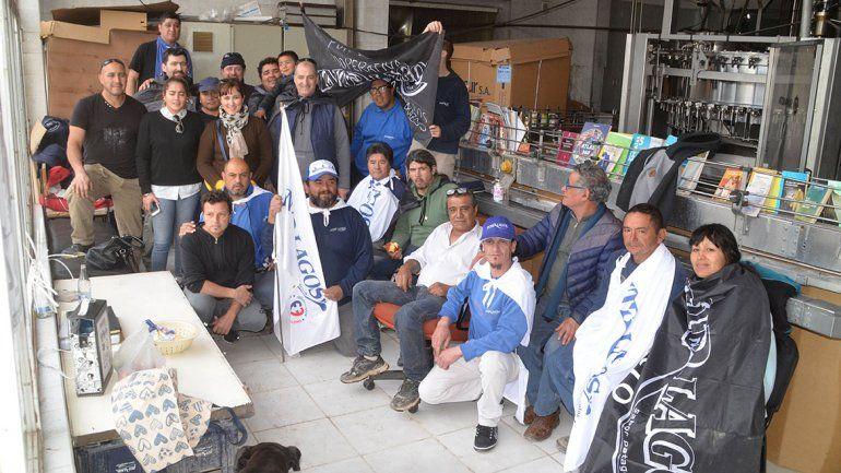 Obreros acampan en Interlagos para volver a trabajar: la justicia les prohibió el ingreso