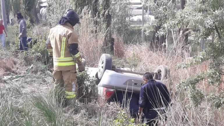 Dramático rescate de dos jóvenes cipoleños: volcaron y casi mueren aplastados