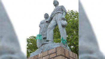 vandalos destrozaron el monumento al inmigrante