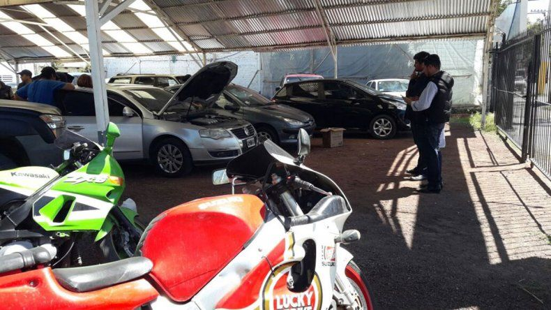 Las pesquisas por la venta de vehículos robados y con problemas mecánicos se concentró en varios autoparques.