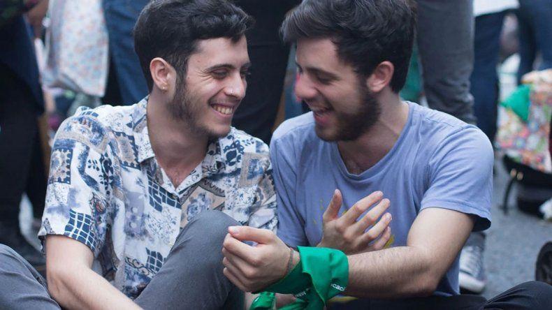 Echan a pareja gay de una pizzería por darse un beso