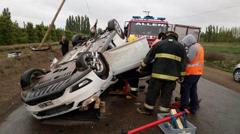 Espectacular accidente en la Ruta 65: chocaron de frente y uno terminó volcado