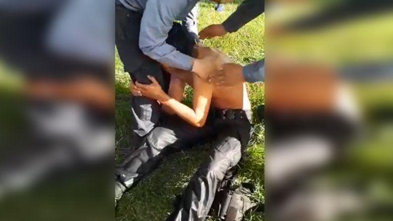 Policía roquense se tiró al canal para salvar a un joven