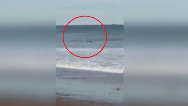 Las Grutas: dramático rescate cuando dos chicas eran arrastradas por las olas