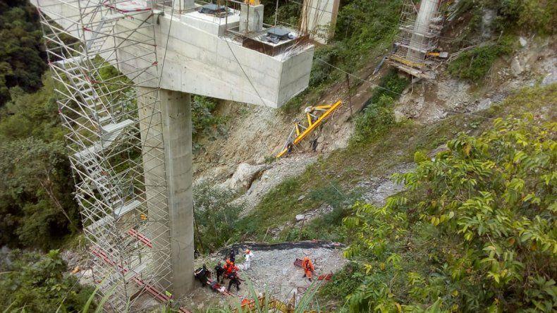 Cinco muertos en Colombia tras la caída de un puente