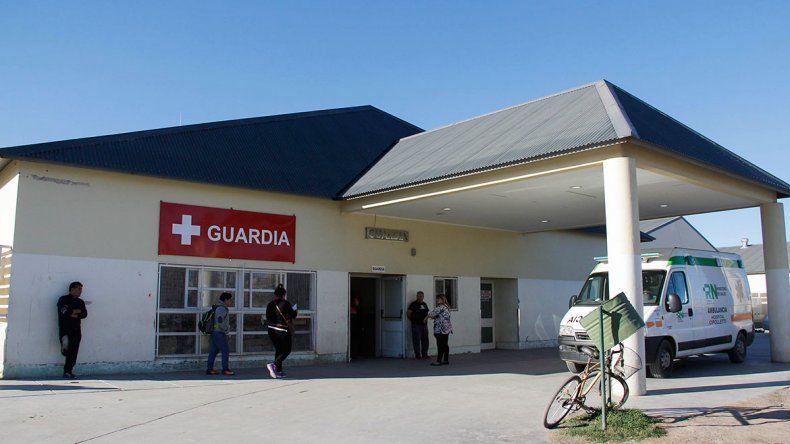 Un pitbull casi mata a un joven que salía de un supermercado chino en Fernández Oro