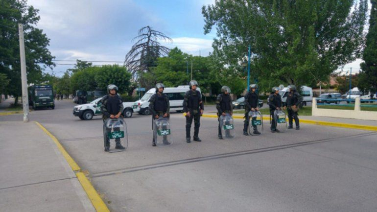 Tensión, detenidos y heridos durante el desalojo de la UNRN