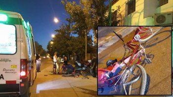 motociclista choco a una mujer y un nino de 3anos que viajaban en bici